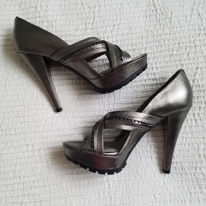 *Kenneth Cole NY Gunmetal Leather Heels*